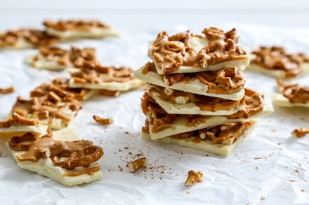 Simply Organic Holiday Organic White Chocolate and Peanut Butter Pretzel Bark Recipe