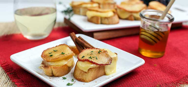 Simply Organic Holiday Organic Caramelized Apple Brie Bruschetta Recipe
